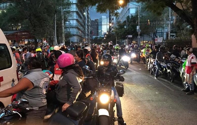 Motociclistas-en-Terremoto-2017-CDMX-2